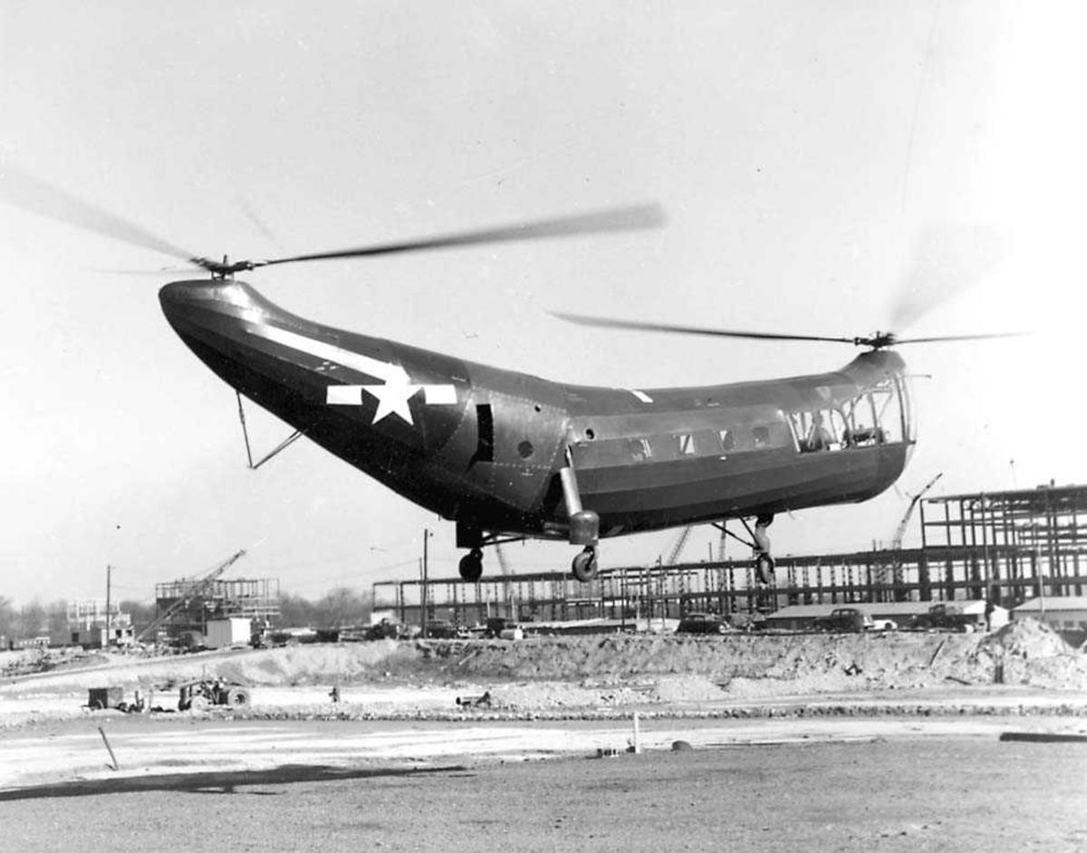 1 helikopter i luften. Piasecki PV-3 (HP-1). Halvferdig bygning i bakgrunnen.