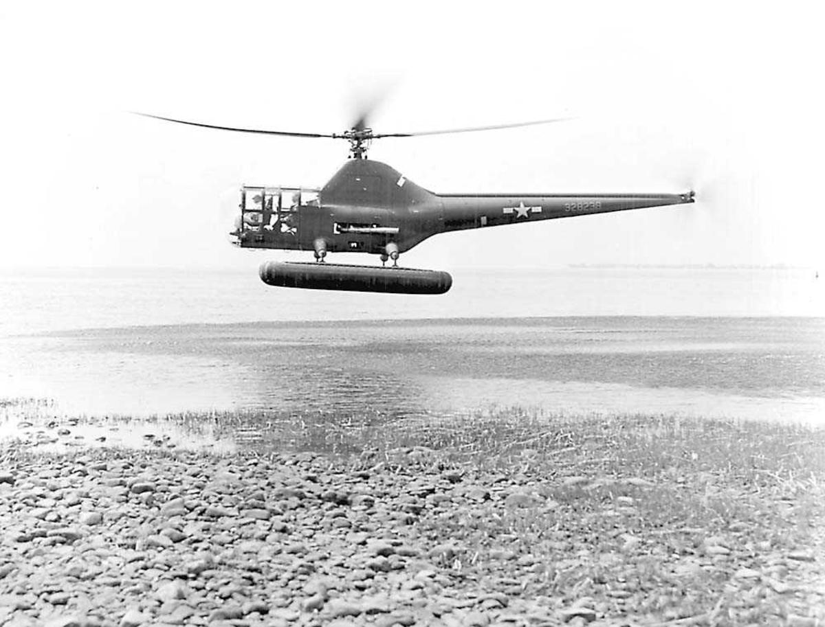 1 helikopter i luften. Sikorsky R-5A.