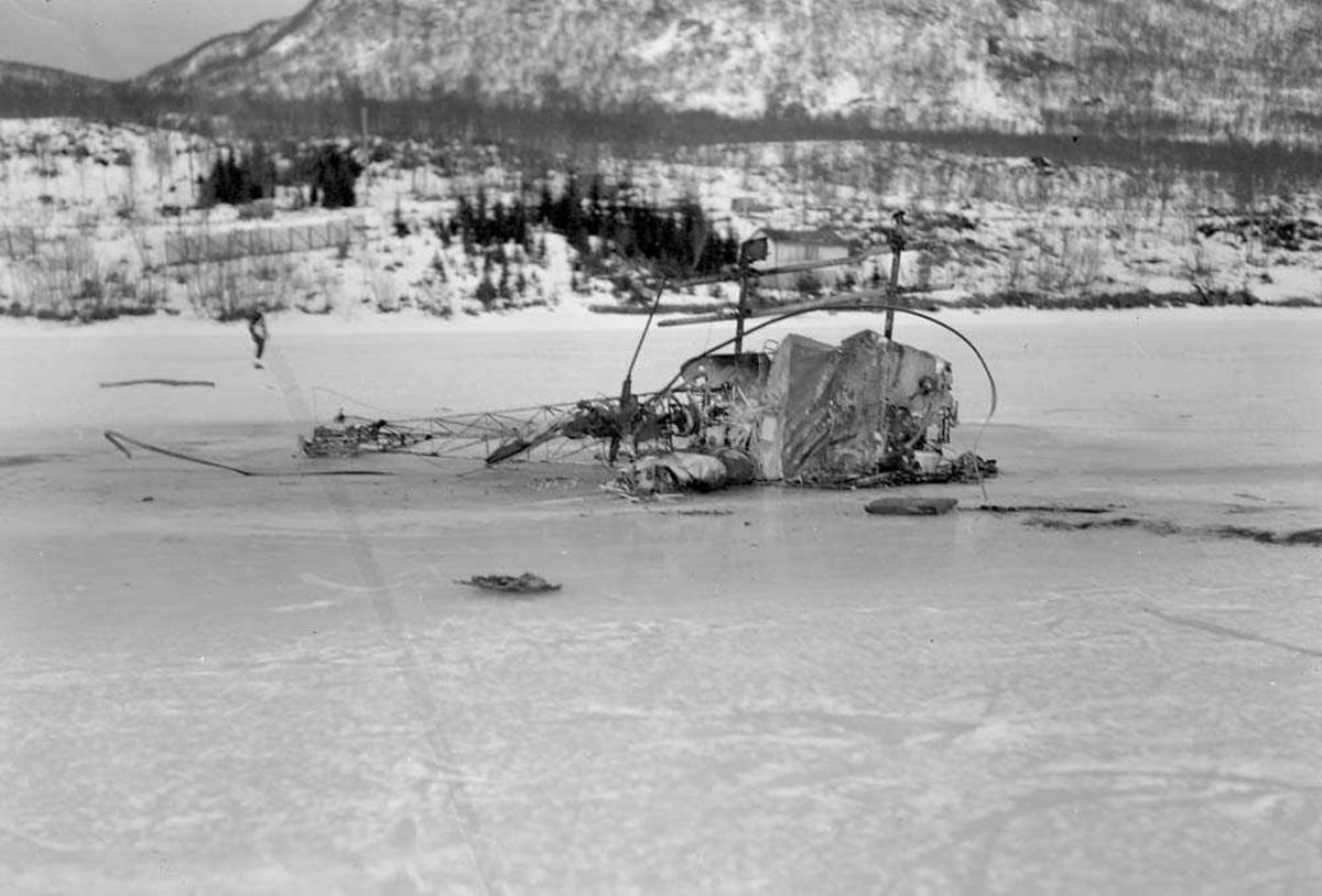 Helikopterhaveri (Bell) på Soløyvannet utenfor Bodø.