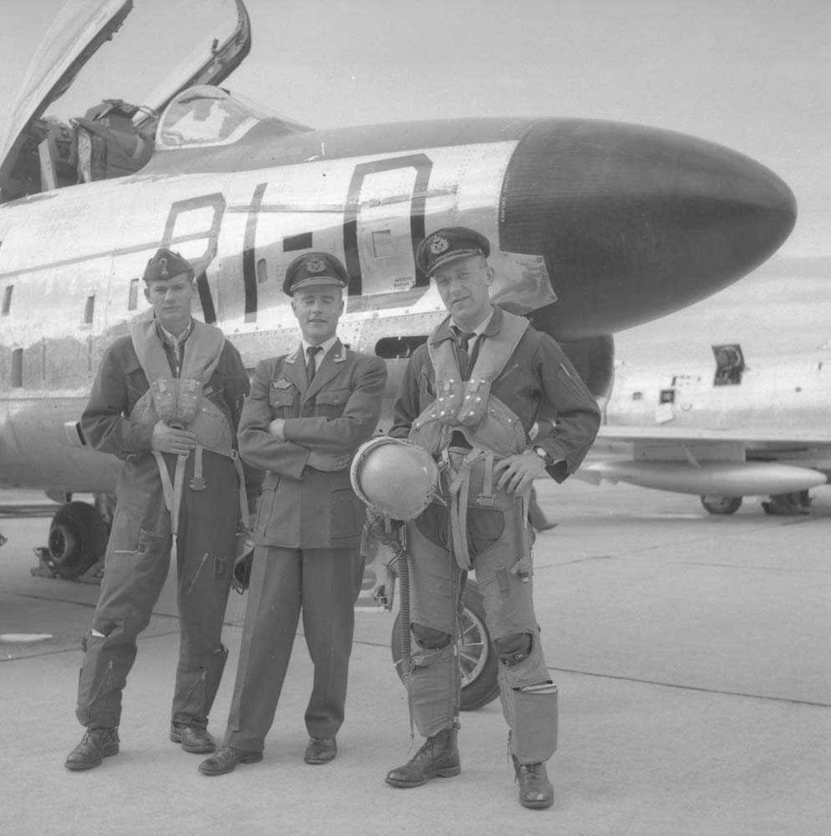 Første F-86-K Sabre til Bodø flystasjon. RI-D ser (?) 334 skvadron.