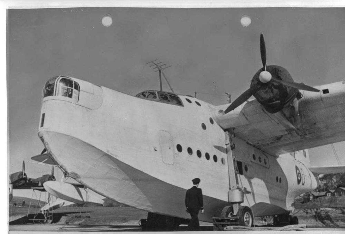 Flyet er av typen Sunderland.