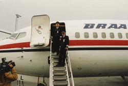 """Ett fly på bakken. Boeing 737-296 """". Tre personer. To person"""