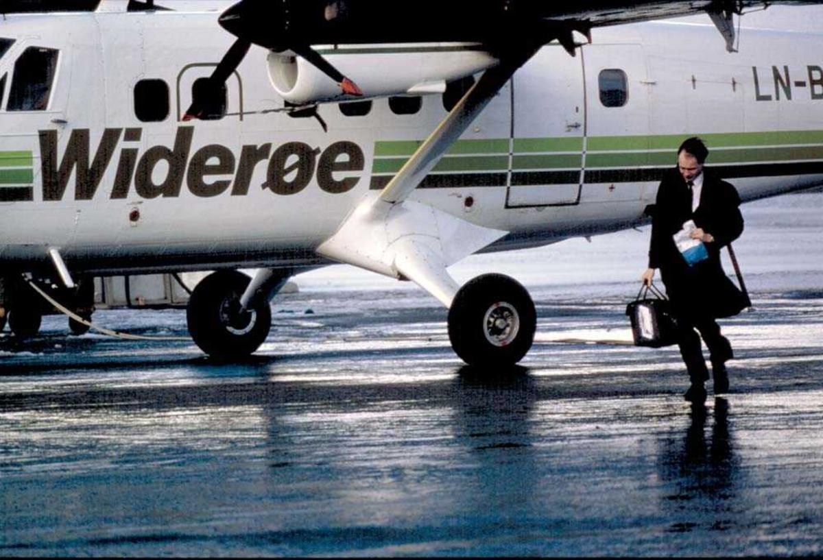 Lufthavn/Flyplass. Hammerfest. Flyger/pilot. Ett fly, DHC-6-300 Twin Otter fra Widerøe.