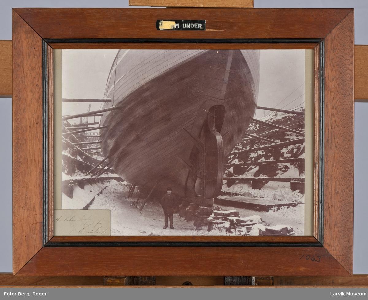 Fram under dokksetting på Akers Mekaniske Verksted i Oslo vinteren 1892-93.