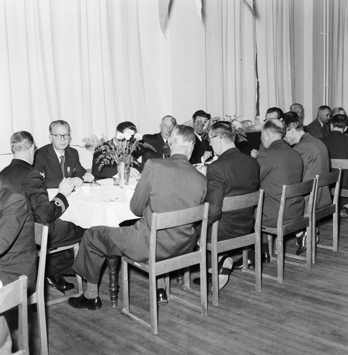 Övrigt: Foto datum: 9/10 1957 Byggnader och kranar Museet medaljutdelning