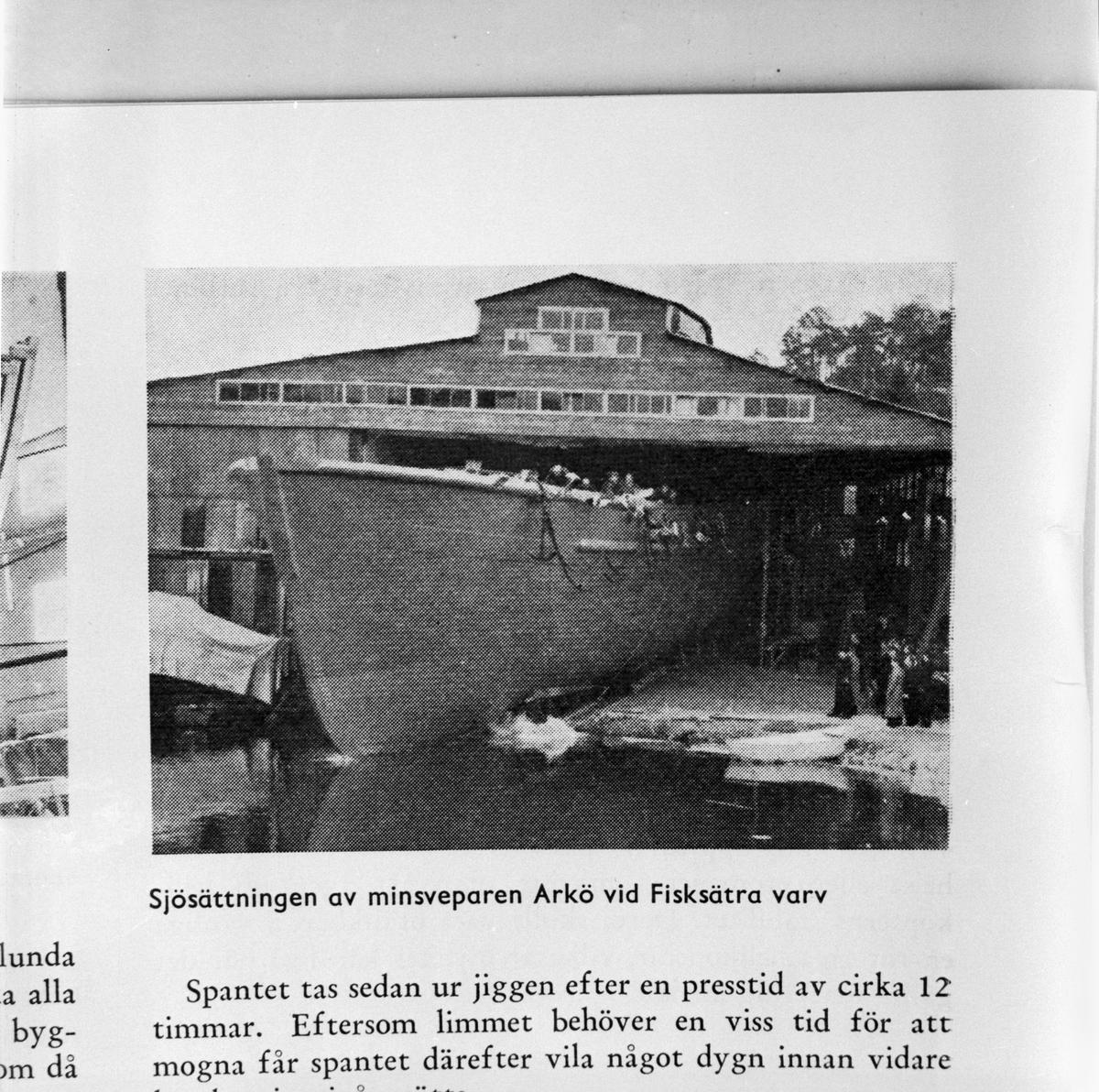 Övrigt: Foto datum: 30/12 1957 Byggnader och kranar D.M.V. artikel om limmade minsvepare. Närmast identisk bild: V14324 och V14325, ej skannade