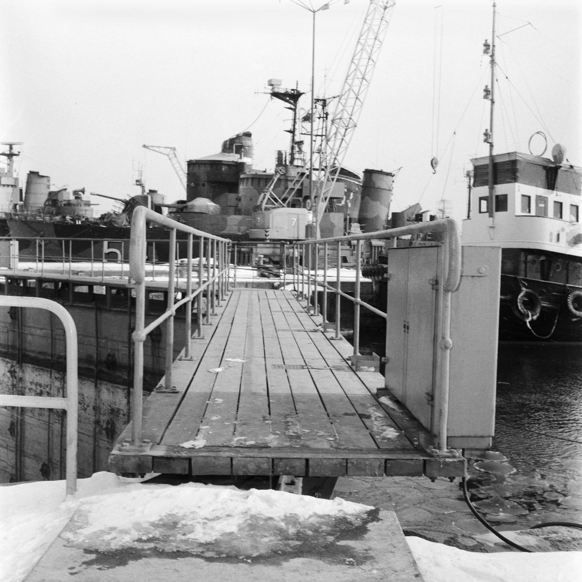 Övrigt: Foto datum: 21/3 1958 Byggnader och kranar Bilder till årsrapport oscarsdockan, skyddsrum A2, maskinverkstan