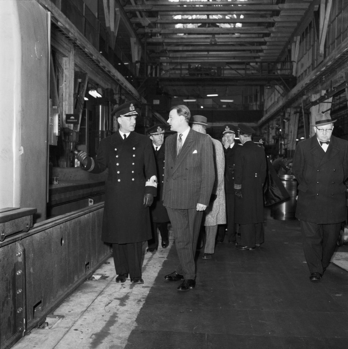 Övrigt: Foto datum: 7/5 1958 Byggnader och kranar CM:s besök i ÖVK i samband med nya utrustningspirens invigning
