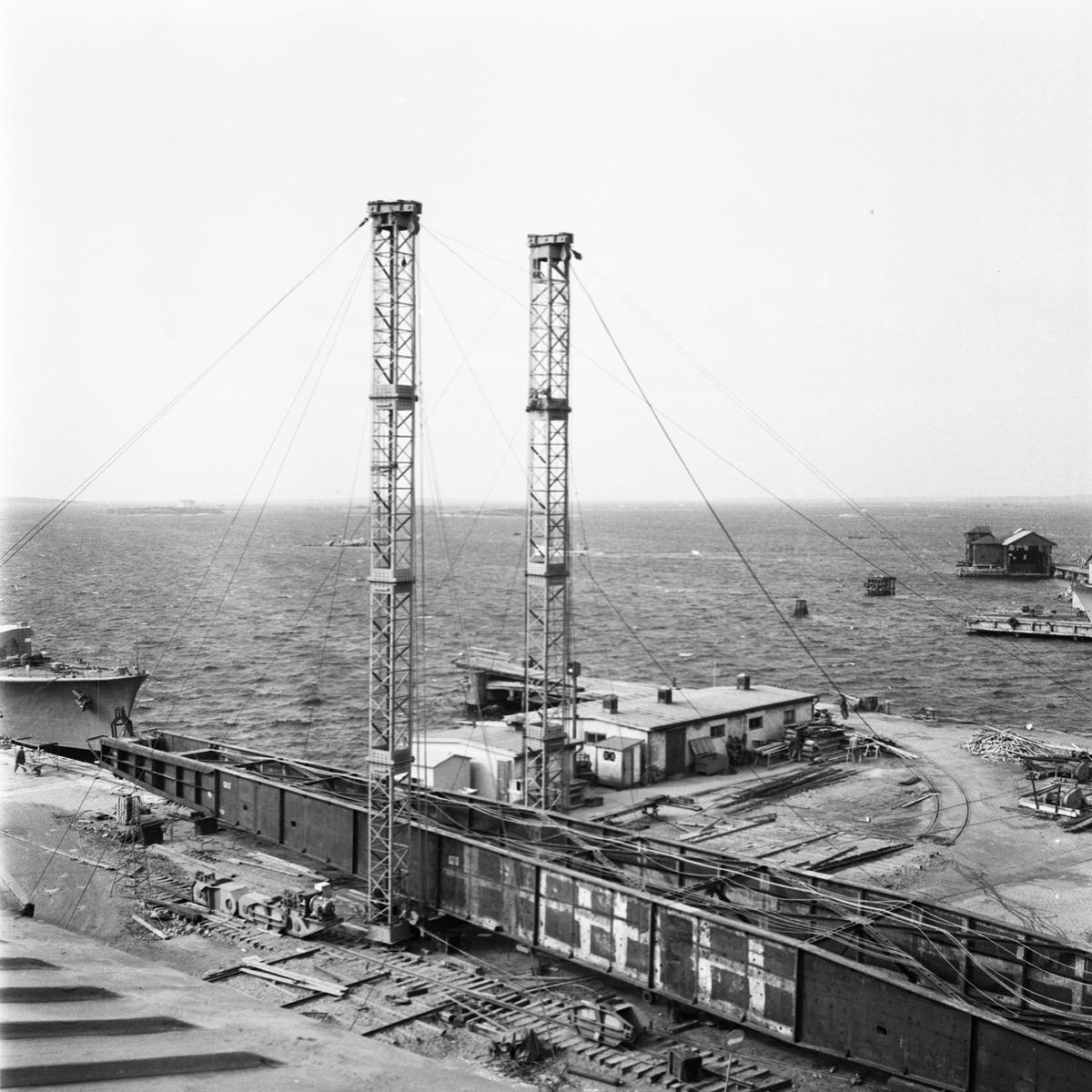 Övrigt: Fotodatum:8/4 1959 Byggnader och Kranar. Nya 100-tonskranen montering.