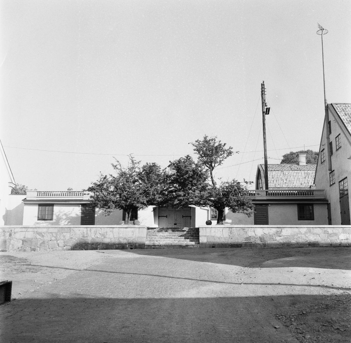 Övrigt: Fotodatum:8/10 1959 Byggnader och Kranar. Byggnader på varvet port nr 14