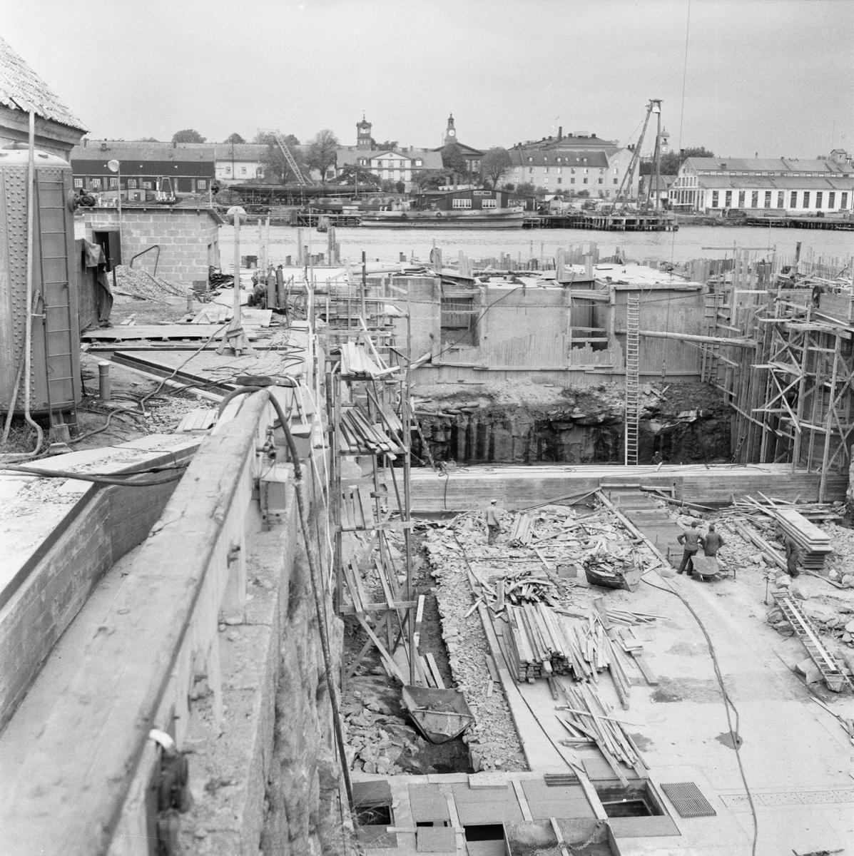 Övrigt: Fotodatum:8/10 1959 Byggnader och Kranar. Polhemsdockan ombyggn. Närmast identisk bild: V16759 och V16781, ej skannade