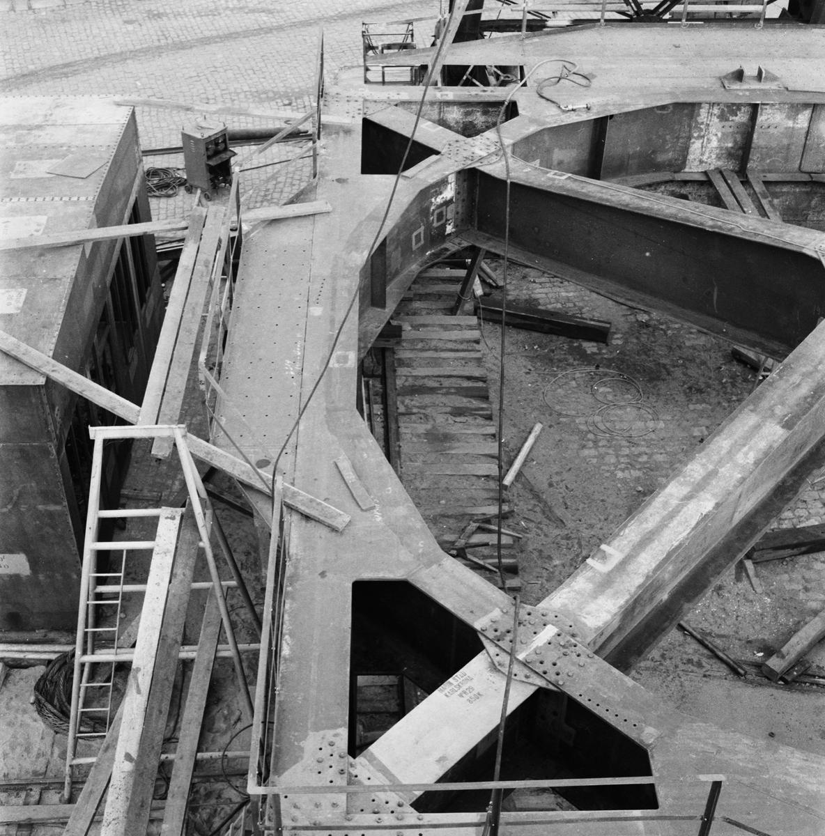 Övrigt: Fotodatum:4/11 1959 Byggnader och Kranar. Nya 100-tonskranen montering