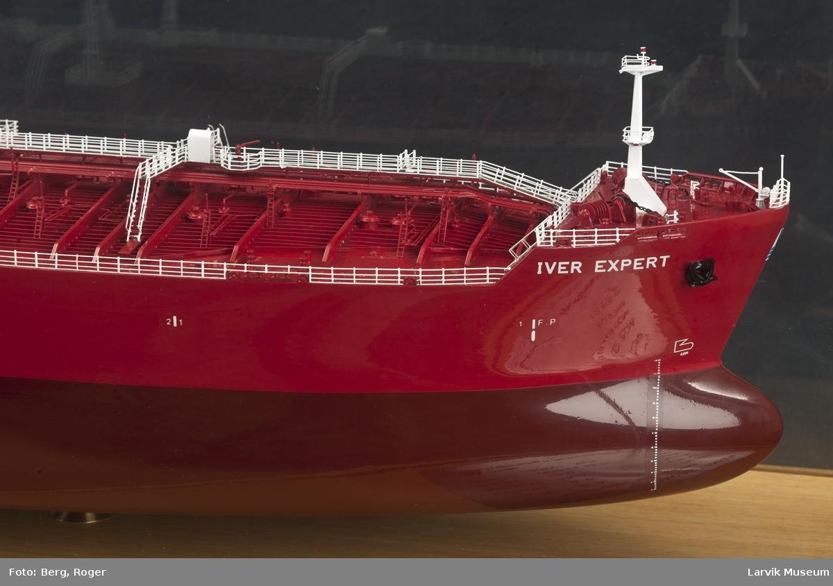 """Tankskipet """"Iver Expert"""". Brostrøm Tankers Norway A/S"""