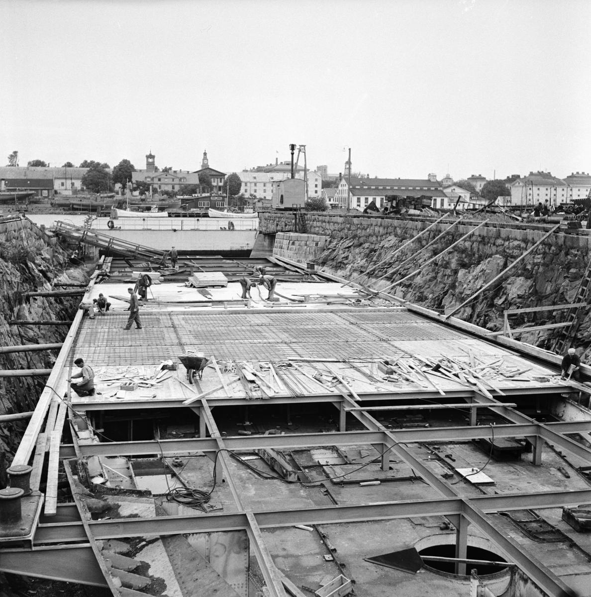 """Övrigt: Foto datum: 15/8 1951 Byggnader och kranar Psk. """"Aran"""" ändring till ponton våg och vatten"""