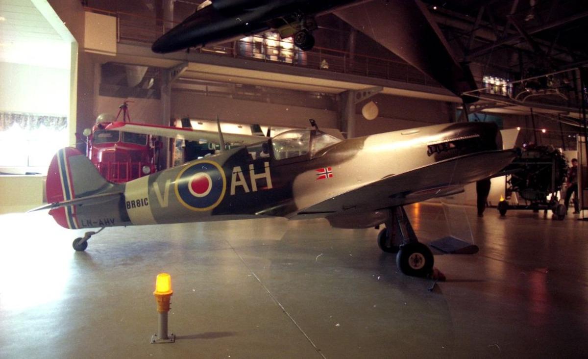 Hjemmebygget fly (flymodell): LN-AHV, Thunder Wings Spitfire Mk.IX.