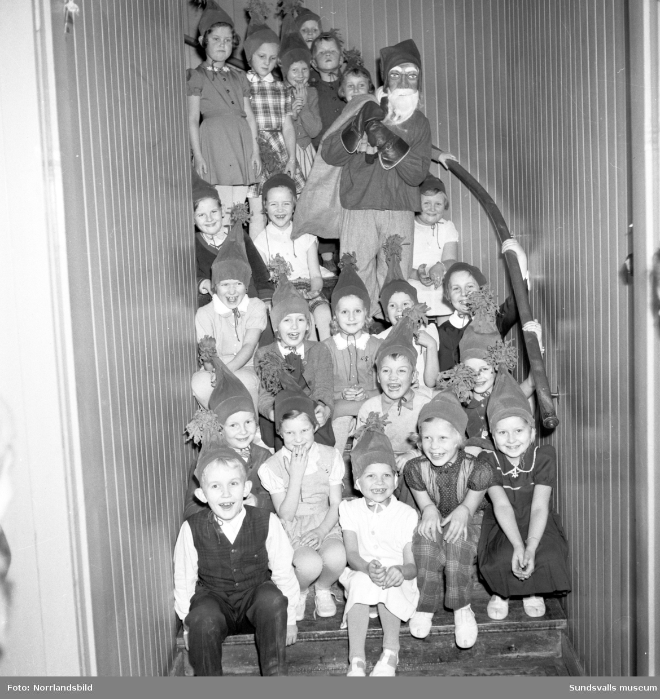 Julfest med luciatåg i Kubikenborgs gamla skola.