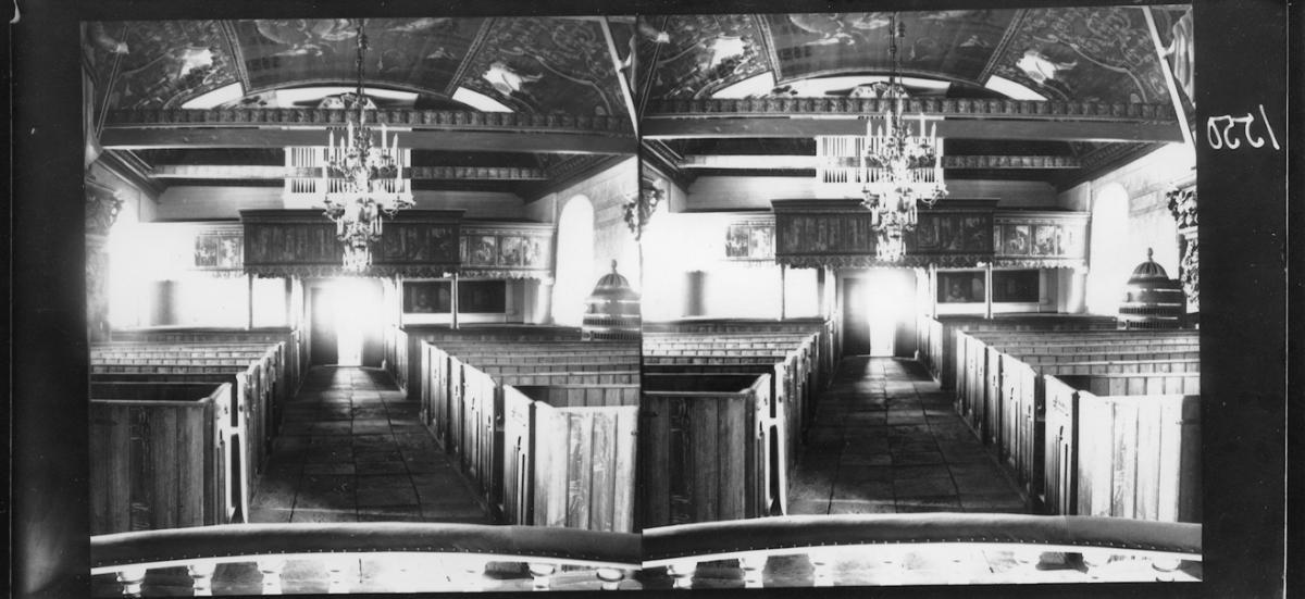 Interiör. Altargången och del av taket. Nödinge kyrka