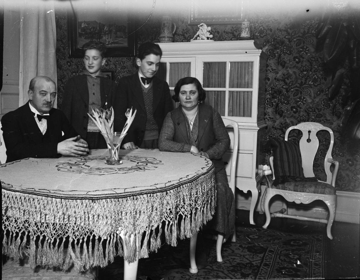 """""""Familjen Bergman i hemmet"""", Uppsala"""