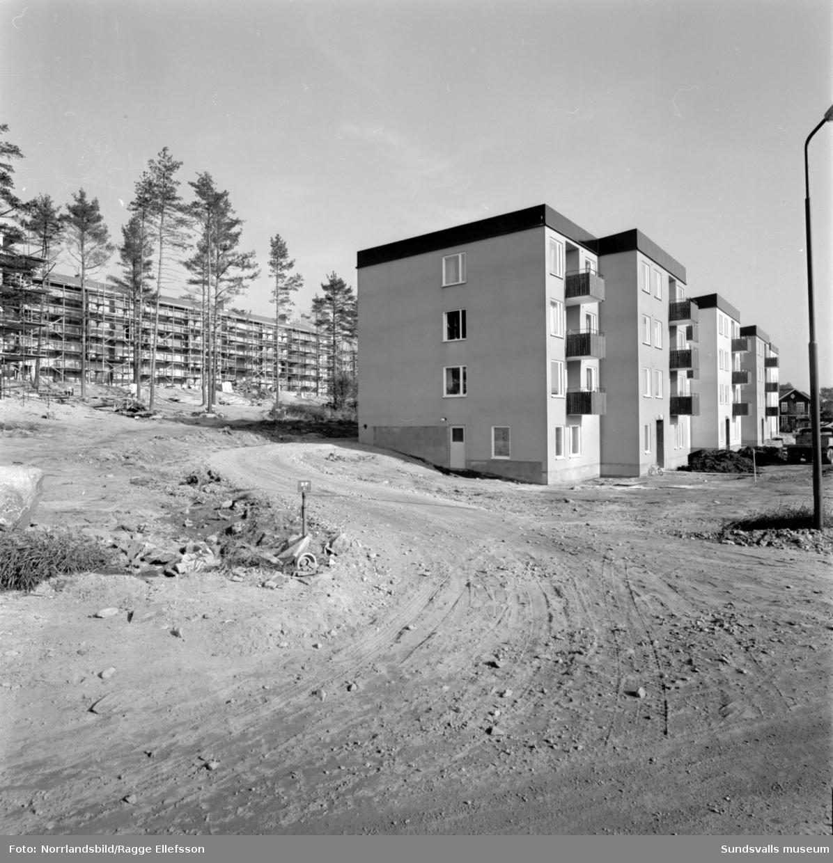 Exteriörbilder på diverse hus och pågående byggen i Kubikenborg, Skönsmon.
