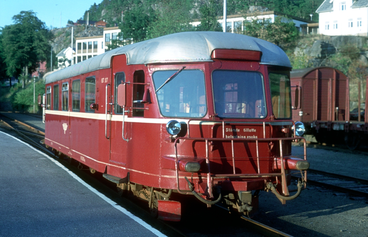 Flekkefjord stasjon. NSB motorvogn BM 87 07.