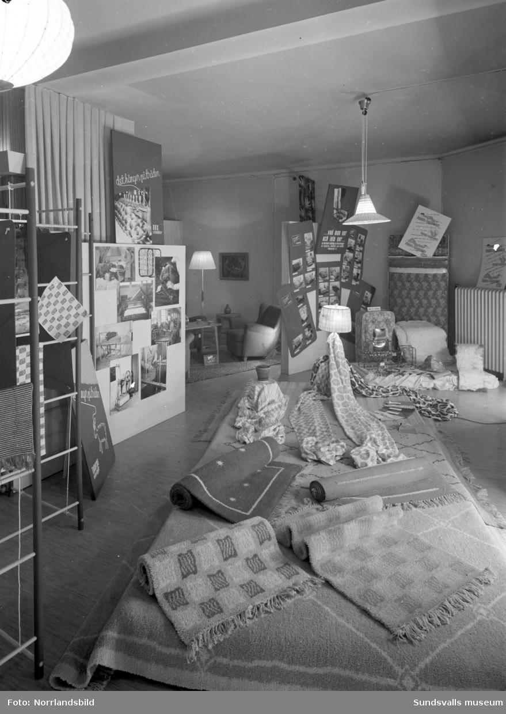 Engelfeldts utställning med möbler, mattor, belysning och heminredning.