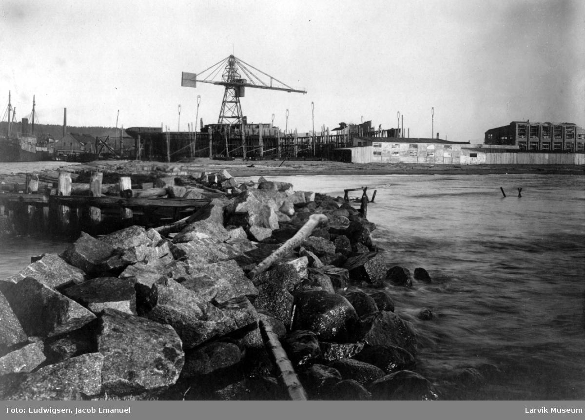 Havnemotiv, verksted, Larvik Slip & Værksted
