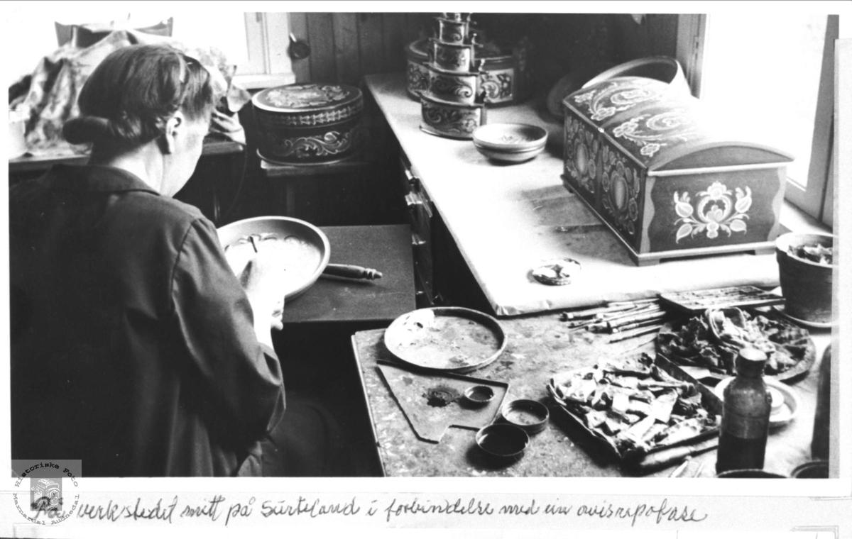 Birgit Spikkeland på verkstedet