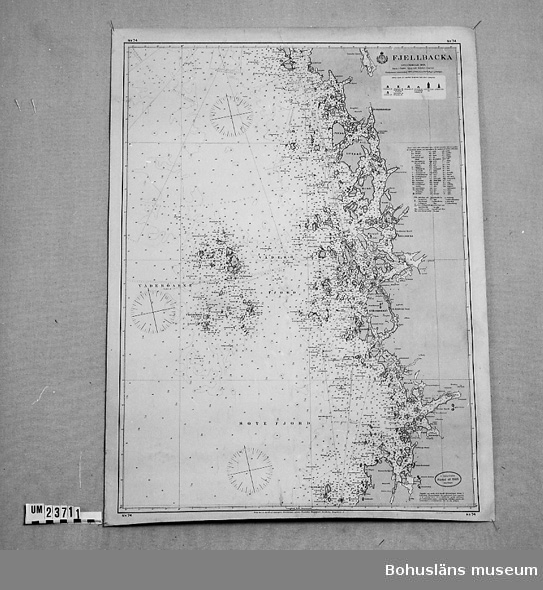 """594 Landskap BOHUSLÄN  Fjällbacka skala 165.000. Graverad av A.N. Lundh. Blyertstext på baksidan/utsidan: """"Soteskär-Sannäs""""."""