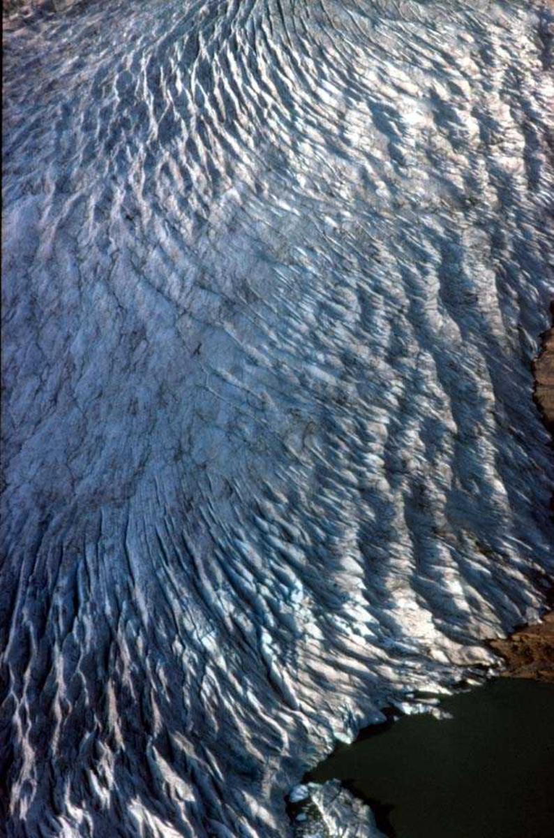 Luftfoto. Svartisen. Parti av isbreen.
