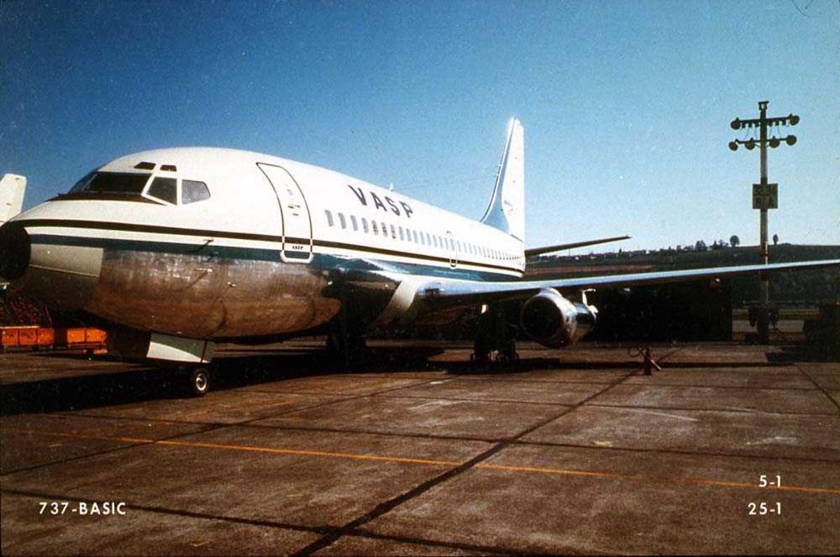 Lufthavn. Ett fly på bakken, Boeing 737-200 fra VASP.