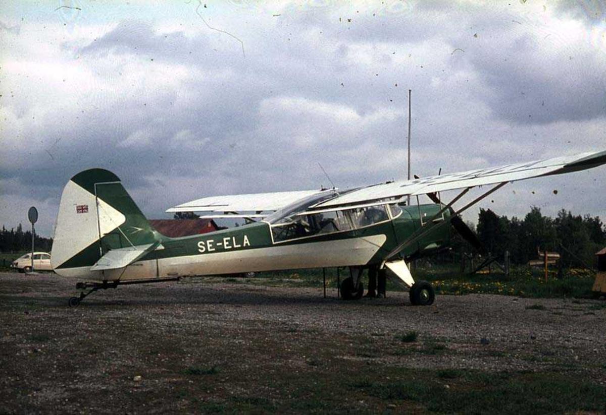 Ett fly på bakken, Auster Mk 6 Tugmaster SE-ELA.