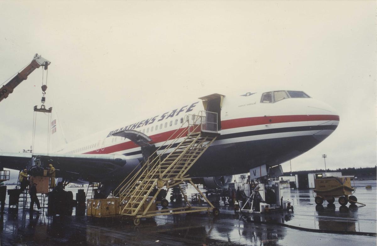 Ett fly på bakken. Boeing 767. Braathens SAFE.