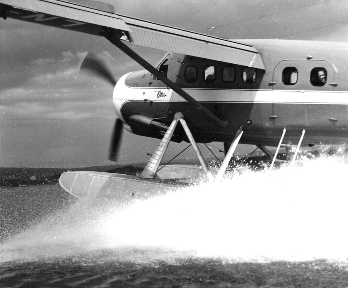 Sjøflyhavn, ett fly på vannet, De Havilland, Otter, like før det letter.