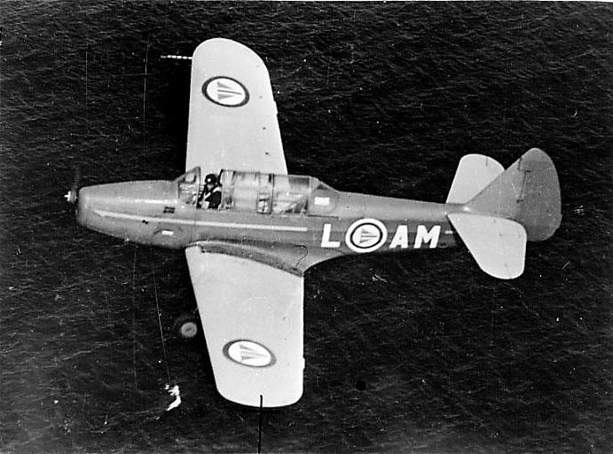 Luftfoto av 1 fly sett ovenfra. Hav under. Fairchild Cornell M-62A L-AM fra RNoAF.