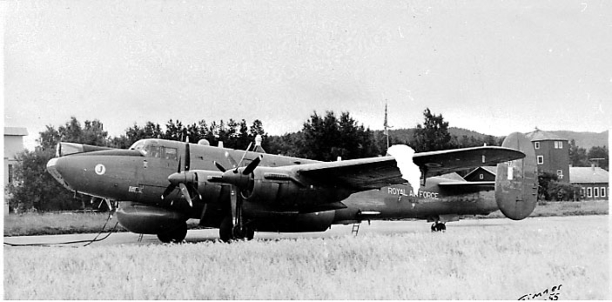 Lufthavn, 1 fly på bakken, Avro 696 Shackleton M.R. MK.2., fra RAF (8 Sqd).