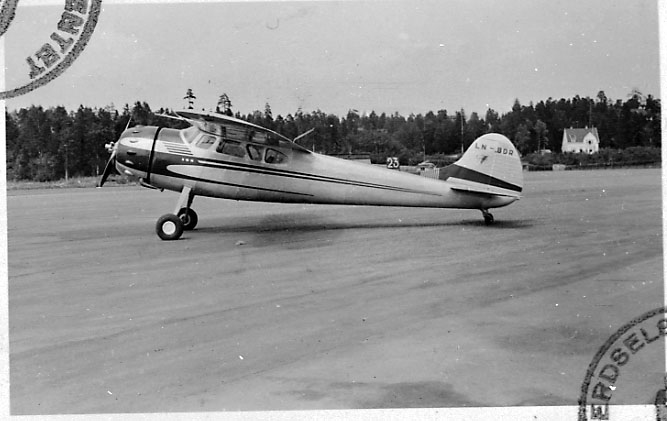 Ant. lufthavn. 1 fly på bakken, Cessna 195B, LN-BDR, fra Thor Solberg Aviation A/S.