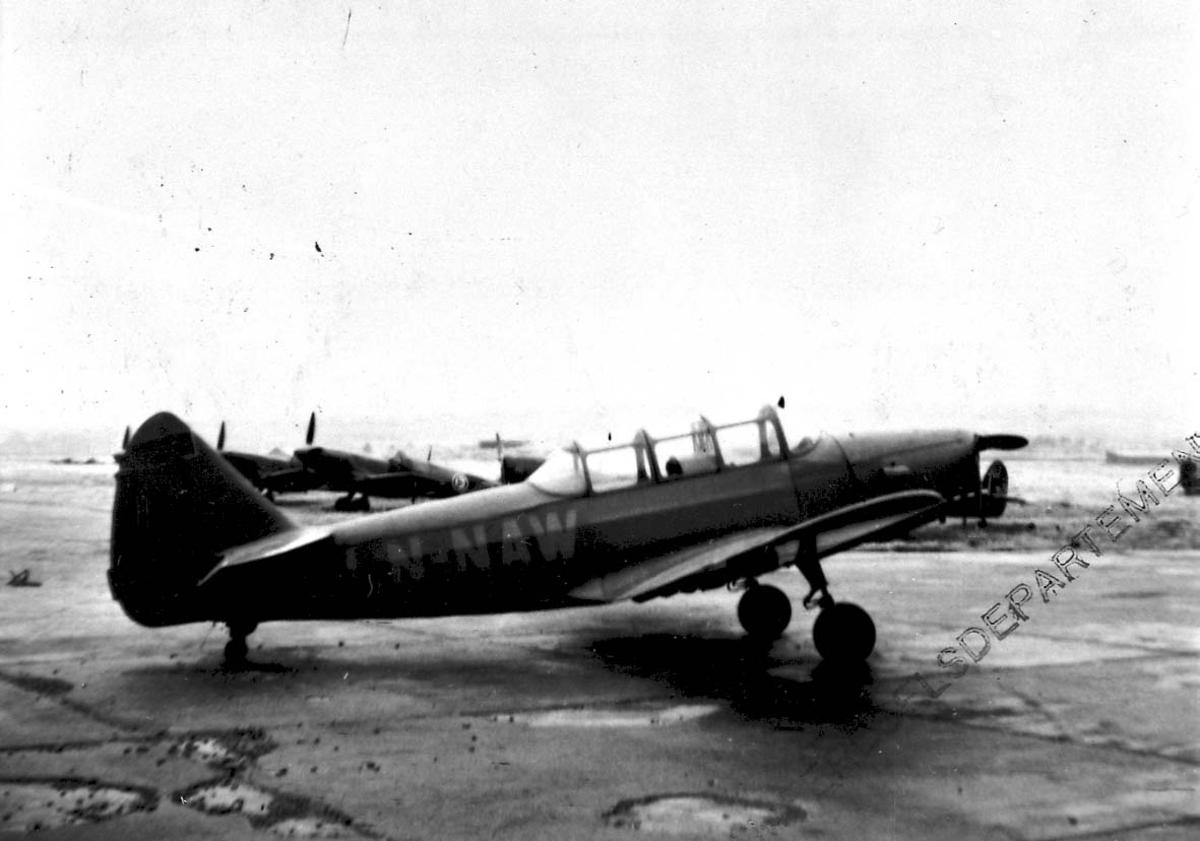 Lufthavn 1 fly på bakken, Fairchild Cornell PT-19A-FA LDB 226 LN-NAW fra Lufttransport A/S