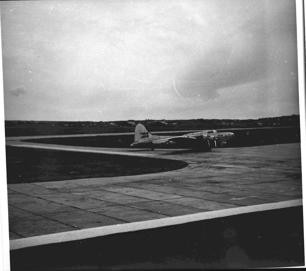 Lufthavn, 1 fly på bakken, B-17 Flying Fortress, 672, fra Dansk Flyvåpen