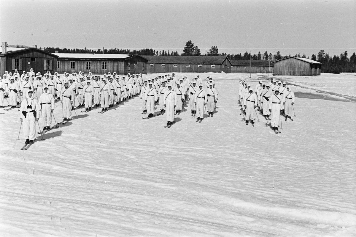 Soldater på vinterøvelse. Rundt 1950.