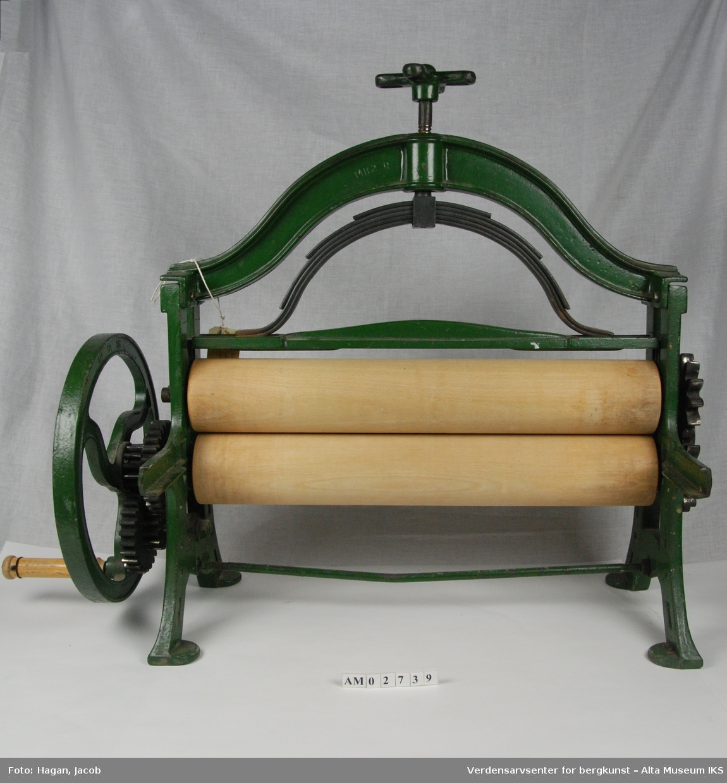 Form: Klassisk klesrulle med toppregult press med regulerbart press, manglende sidefjøler.