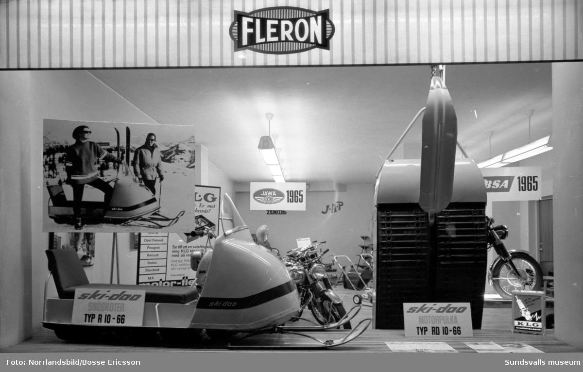 Motor-Fleron vid Trädgårdsgatan, skyltfönster med bland annat Ski-Doo snöskoter.