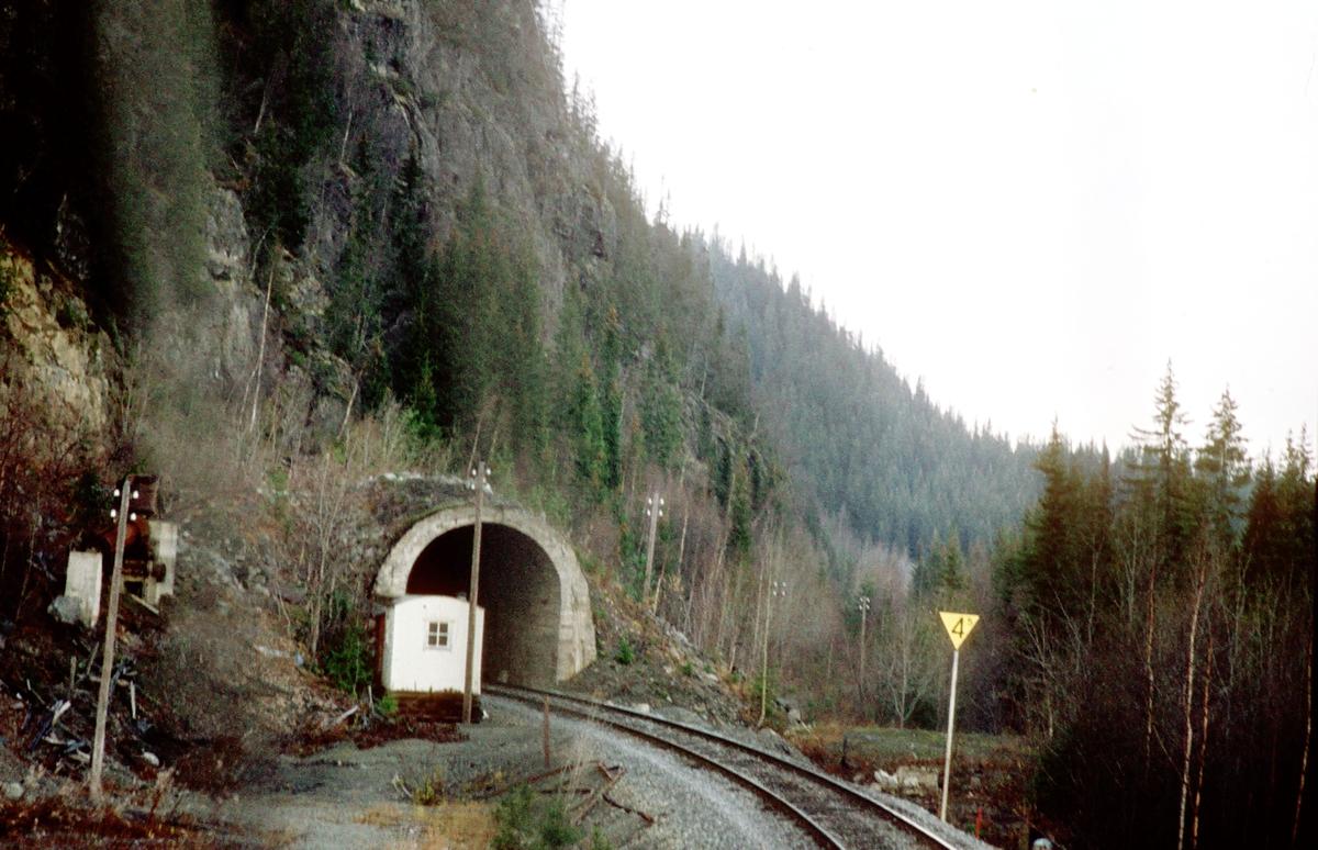 Valdresbanen. Høgberget tunnel. Sett fra lokomotivet i tog 281 (Oslo Ø - Fagernes).