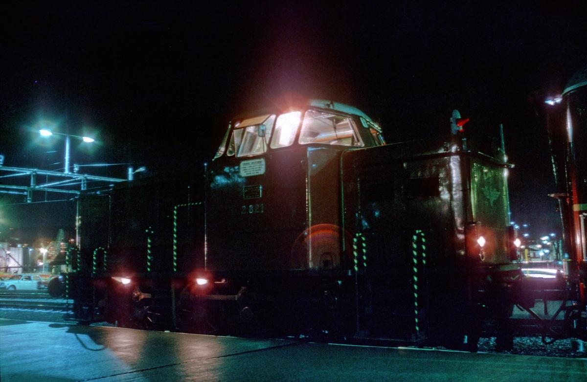 NSB dieselhydraulisk lokomotiv Di 2 821 på Trondheim stasjon.