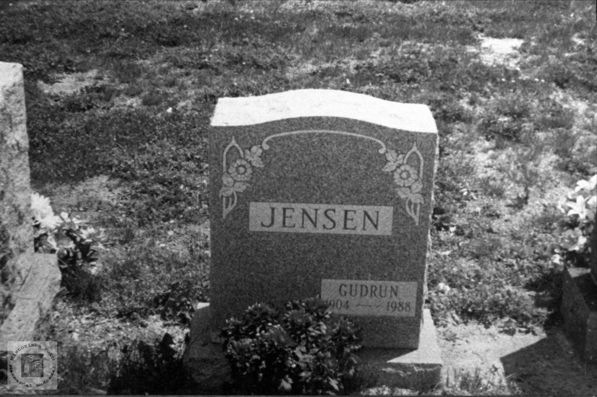 Gravstein til Gudrun Jensen i USA
