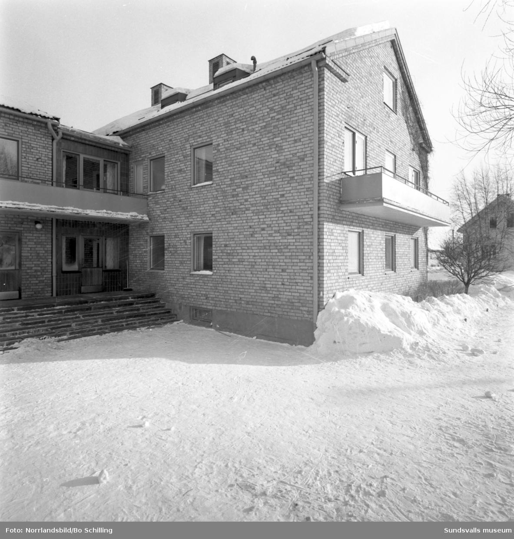 Husfasader på Södermalm i Sundsvall. Fredsgatan 34-38.