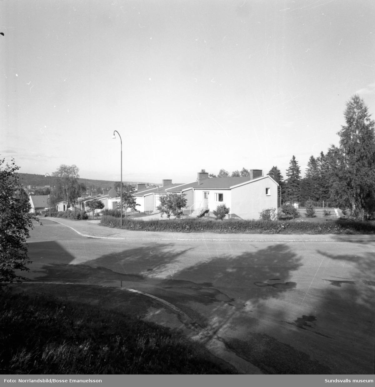 Radhus på Tegelbruksgatan i Sidsjön.