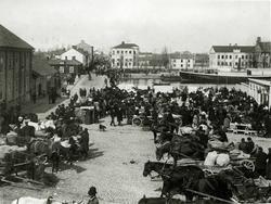 Eskilstuna hamn med Ångf. Eskilstuna 1859 eller 1868. [Föres