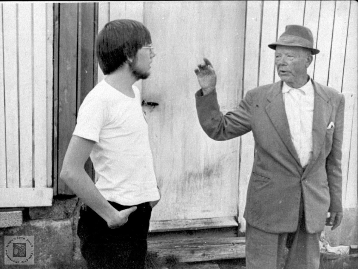 """""""Samtale"""". Arild Rygnestad og Olav Nomeland."""