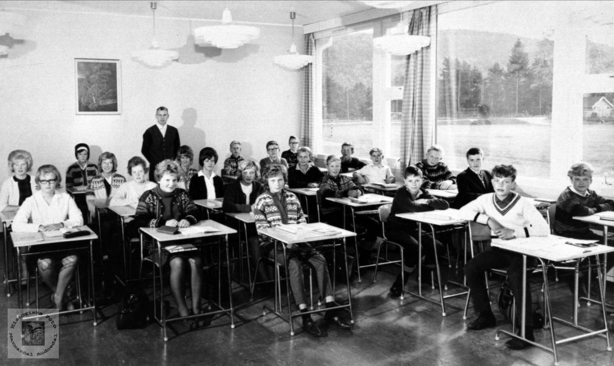 Marnar ungdomskole 8. klasse 1965