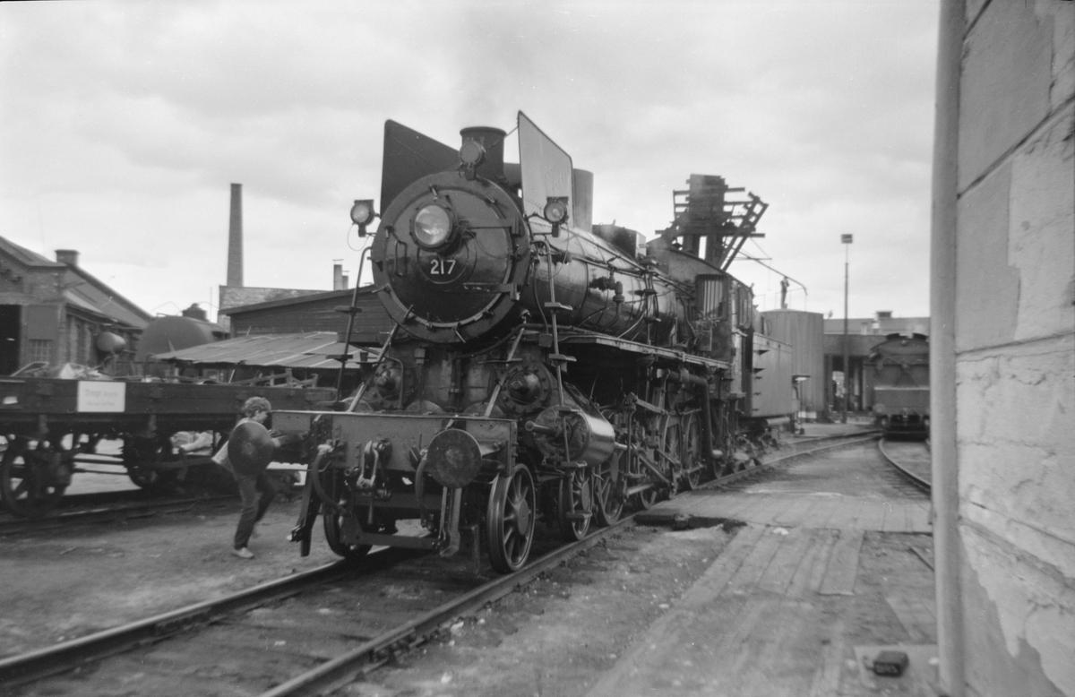 Damplok 26a 217 ved lokstallen på Hamar i forbindelse med Svenska Järnvägsklubbens veterantog til Hamar og Solørbanen.